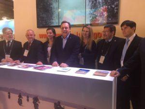 El ministro de Turismo de Nación, Gustavo Santos, en el stand de Jujuy en ExpoEventos 2016, junto a su par jujeño, Carlos Oehler, y miembros del Jujuy Bureau y del equipo técnico de la Secretaría de Turismo
