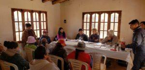 Valentina-Millón-Hugo-Yacobaccio-durante-el-encuentro-con-la-comunidades-originarias-1024x498