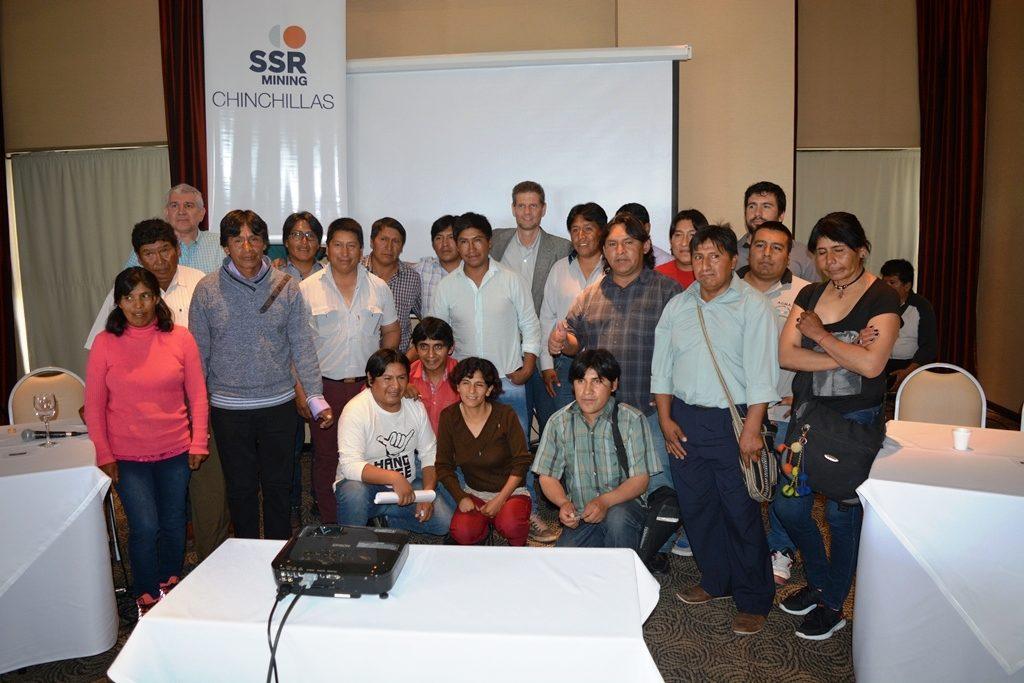 El secretario Soler junto a los comuneros y empresarios.